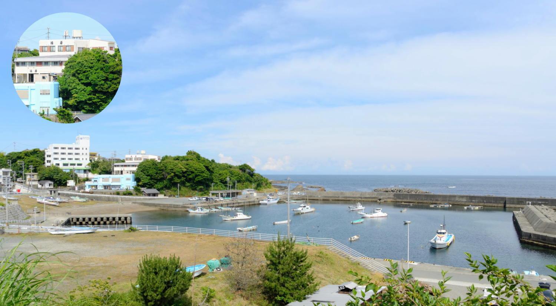 国崎漁港と当館外観